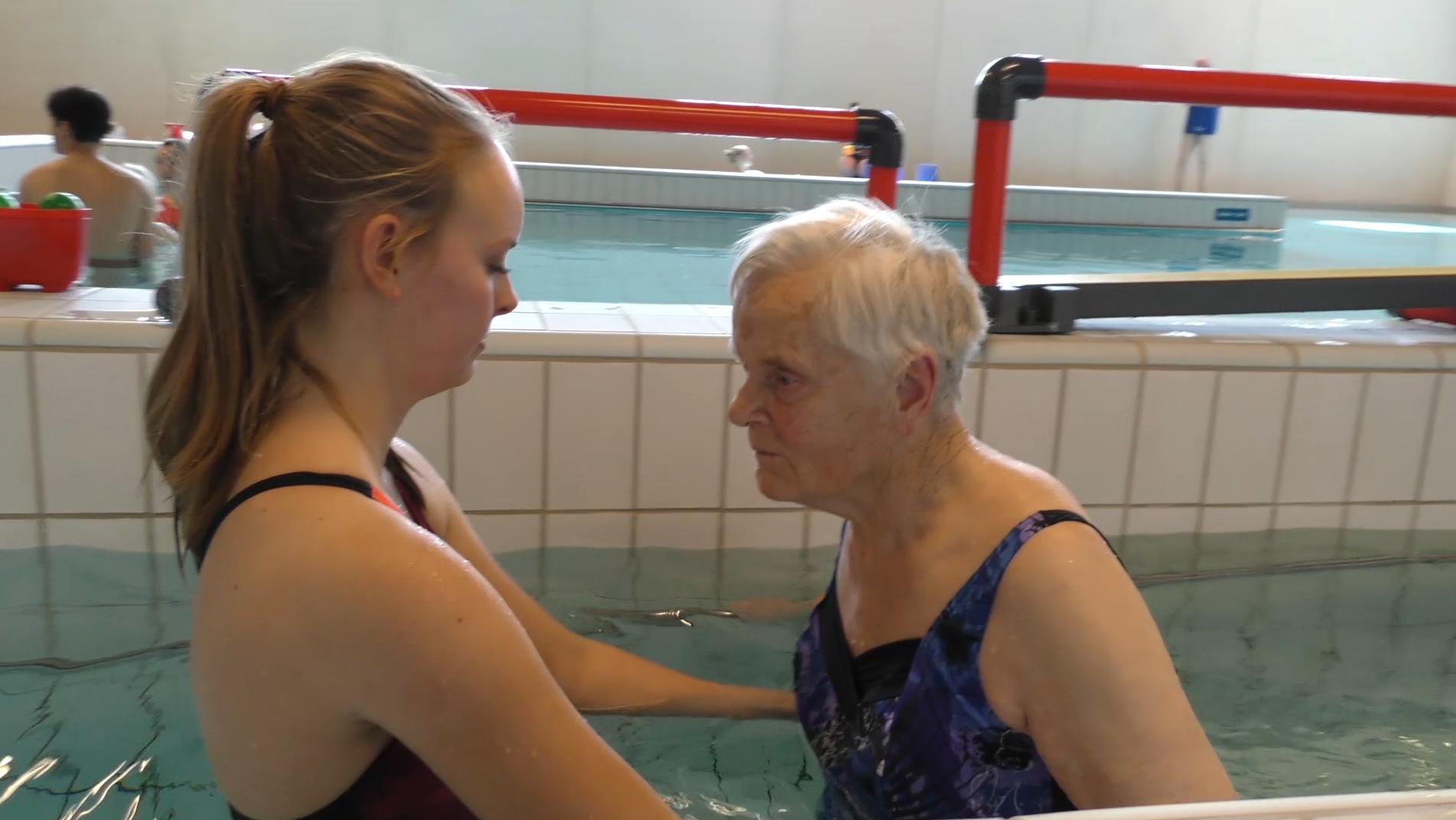 Onwijs Valtraining voor ouderen in water - EWAC Medical SK-63